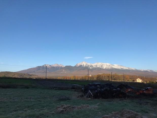 裾野の土地から眺める八ヶ岳。2017初冠雪
